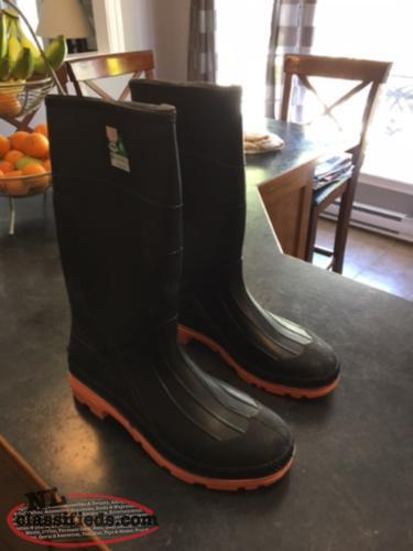 Brand New Steel Toe Rubber Boots.$35.00 firm.Size 14