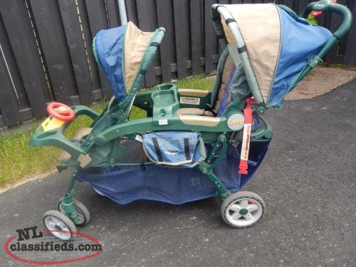 Double stroller with lots of storage space underneath