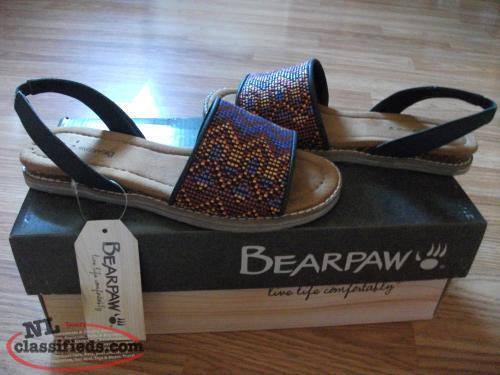 BEARPAW sandals.. BRAND NEW,TAGS STILL ON!! SIZE 5