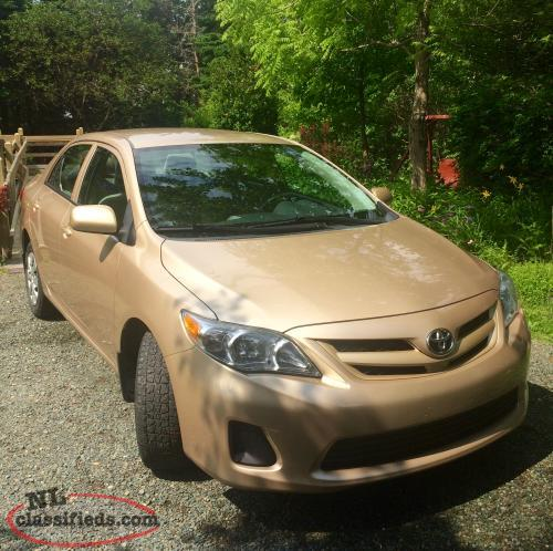 2011 toyota corolla: excellent condition & low mileage!