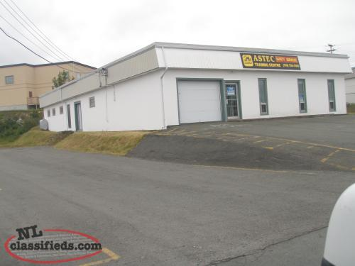 For Lease - Commercial 5000 sq ft Stand alone Building with Office & Warehouse
