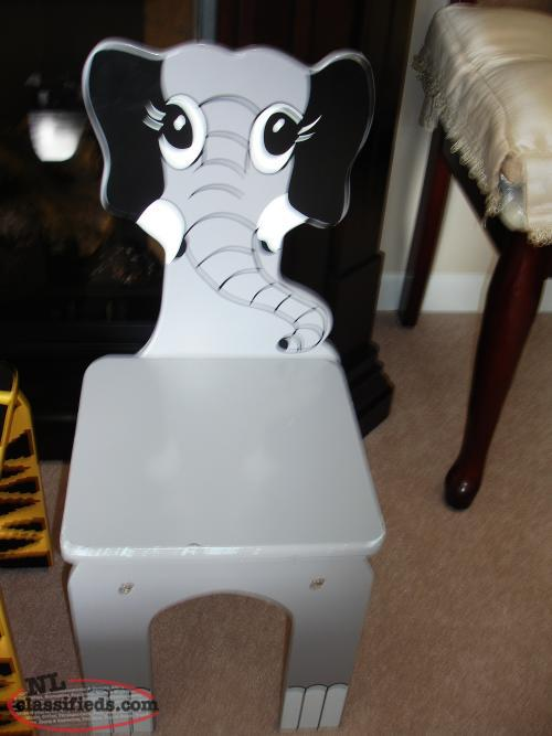 1 ADORABLE ELEPHANT DESIGN CHILD'S WOOD CHAIR, STURDY,CUTE $15.ea. LI.KE NEW