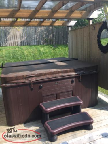 Hydropool Self-Cleaning Hot tub - warranty transferable