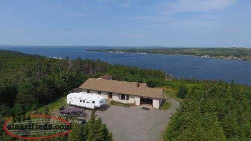 House/Cabin with 4.5 Acres and Ocean View
