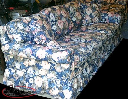 BEAUTIFUL FLORAL SOFA WITH MATCHING LOVE SEAT