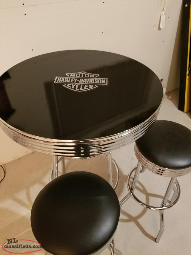 Chrome bar table with 2 stools
