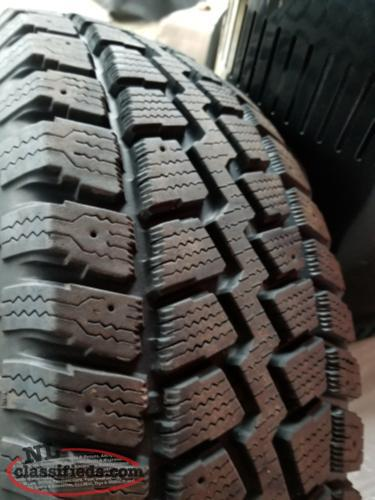 Like new 215/70/16 Snow tires