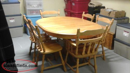 FS: solid oker table and chairs