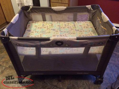 Playpen,Bassinet,Carrying Bag, Unisex, Folds,Compact, Great Condition