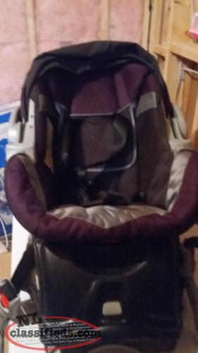 2 INFANT CAR SEAT WITH BASE