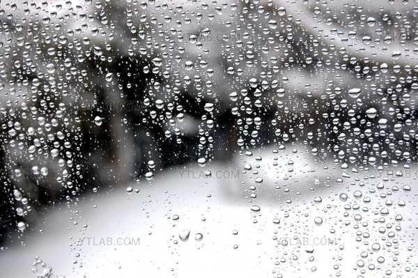 Buée à travers la vitre
