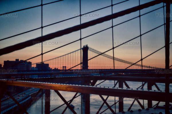 Ponts au lever du soleil
