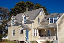 16 Mountain St, Vinalhaven, ME 04863