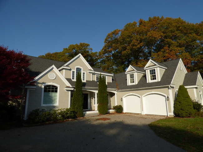 8 Hutchins Cove Road, Kittery, ME 03904