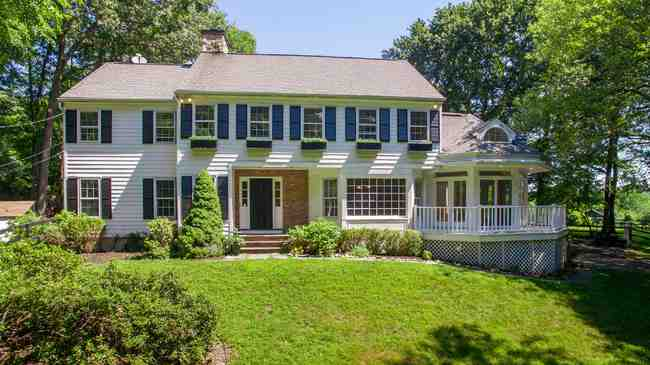 101 Comstock Hill Rd, New Canaan, CT 06840