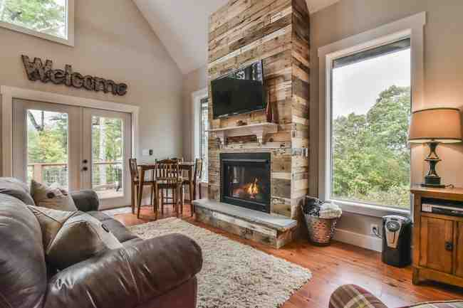 2 Whitman Ln., Black Mountain, NC 28711