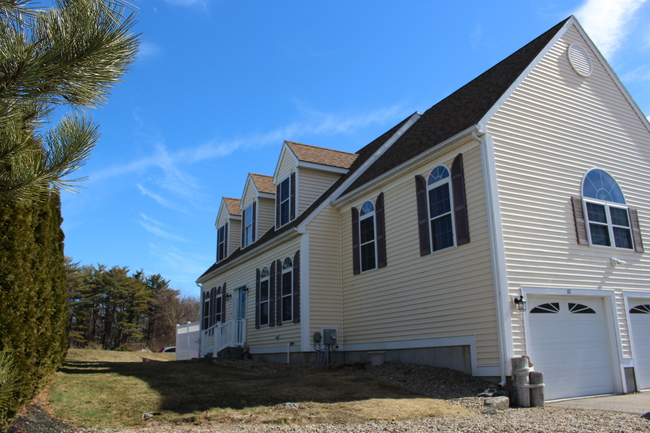 32 Fort Hill Ave Ext, York, ME 03909