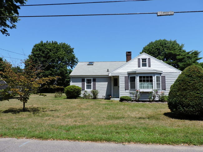 80 Fairview Ave, Falmouth, MA 02540