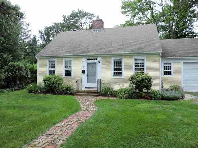 7 Gull Lane, Falmouth, MA 02540
