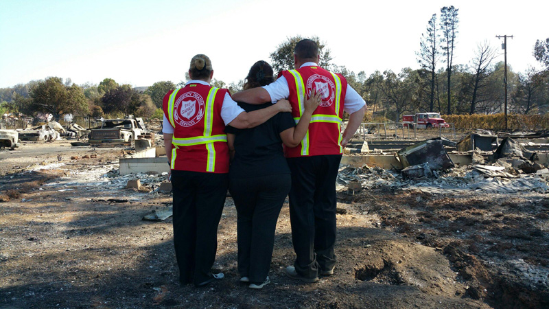 Volunteers and officers of The Salvation Army provided thousands of meals, blankets and service hours following the Lake County Clayton Fire in California in August, 2016. Photo by Julie Patterson.