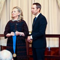 Jeff Koons being honored by Secretary of State Hillary Clinton
