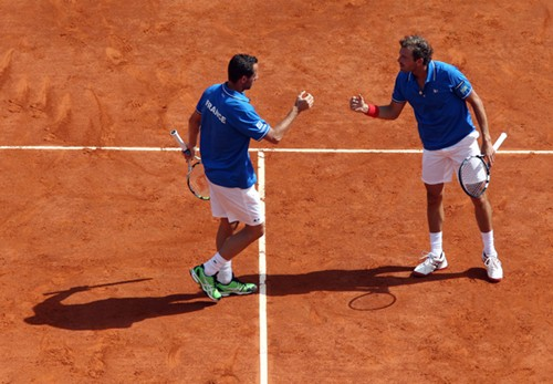 DavisCup_US_France_Day2_Llodra_Benneteau_fist_bump