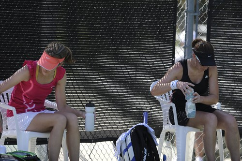 Tucson player try to beat the heat