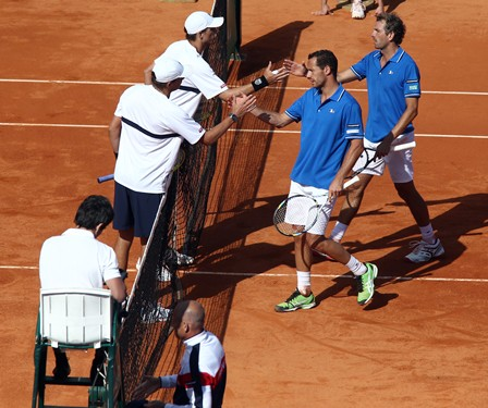 DavisCup_US_France_Day2_Bryans_handshake