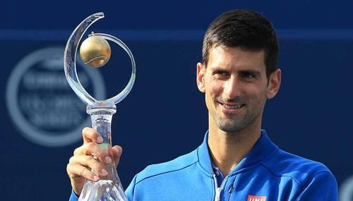 Djokovic-Trophy-Rogers-Cup