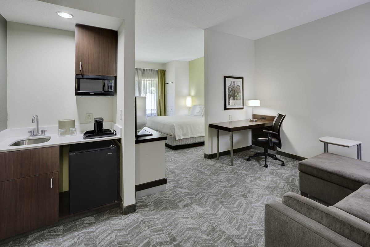 springhill_suites_guest_room