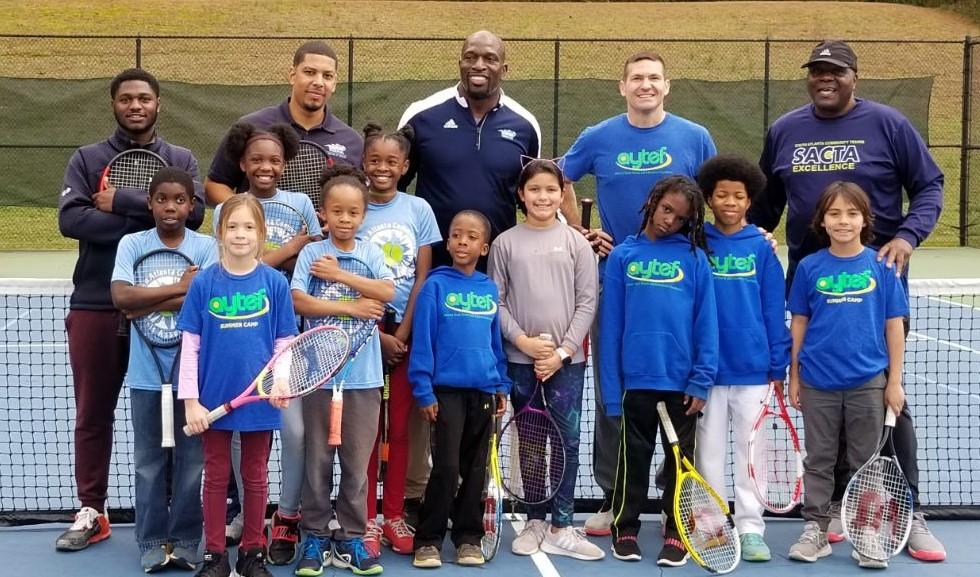 Thaddeus_Bullard_with_Atlanta_NJTL_kids