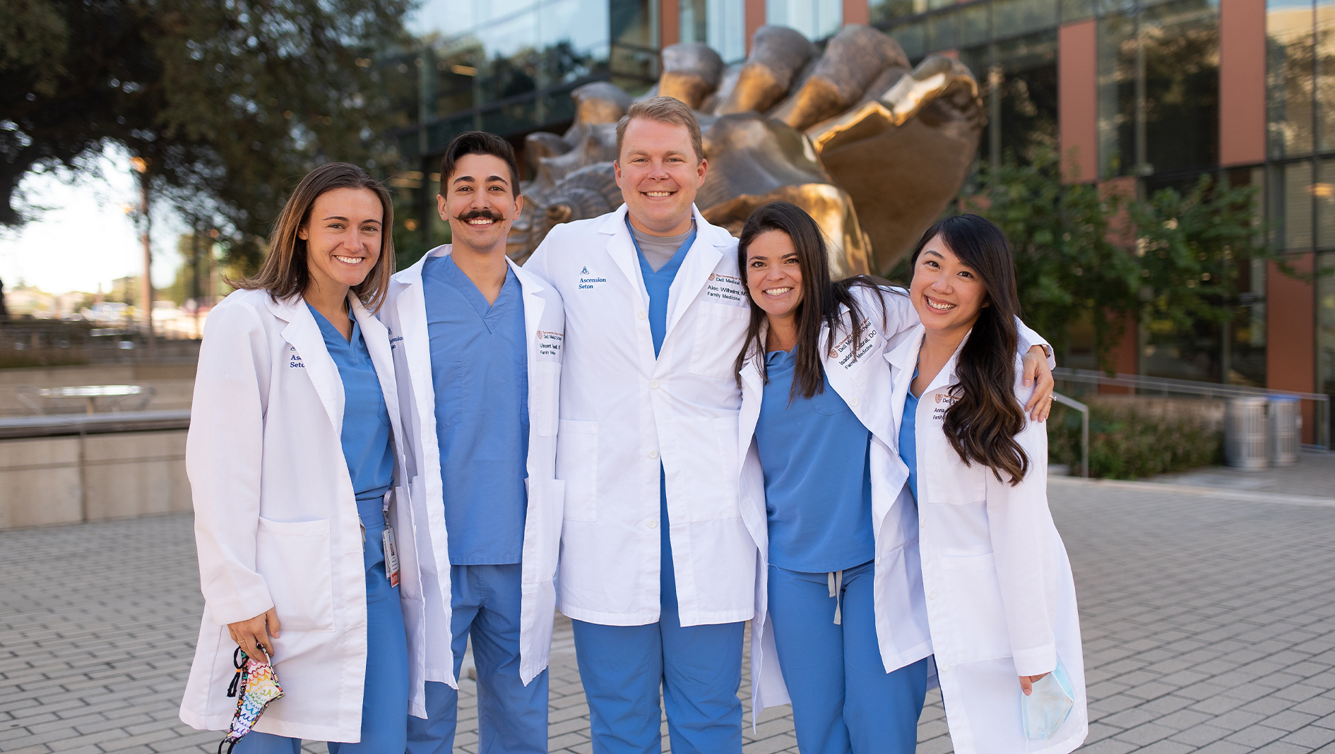 Class of 2022 Family Medicine residents gathered together outdoors.