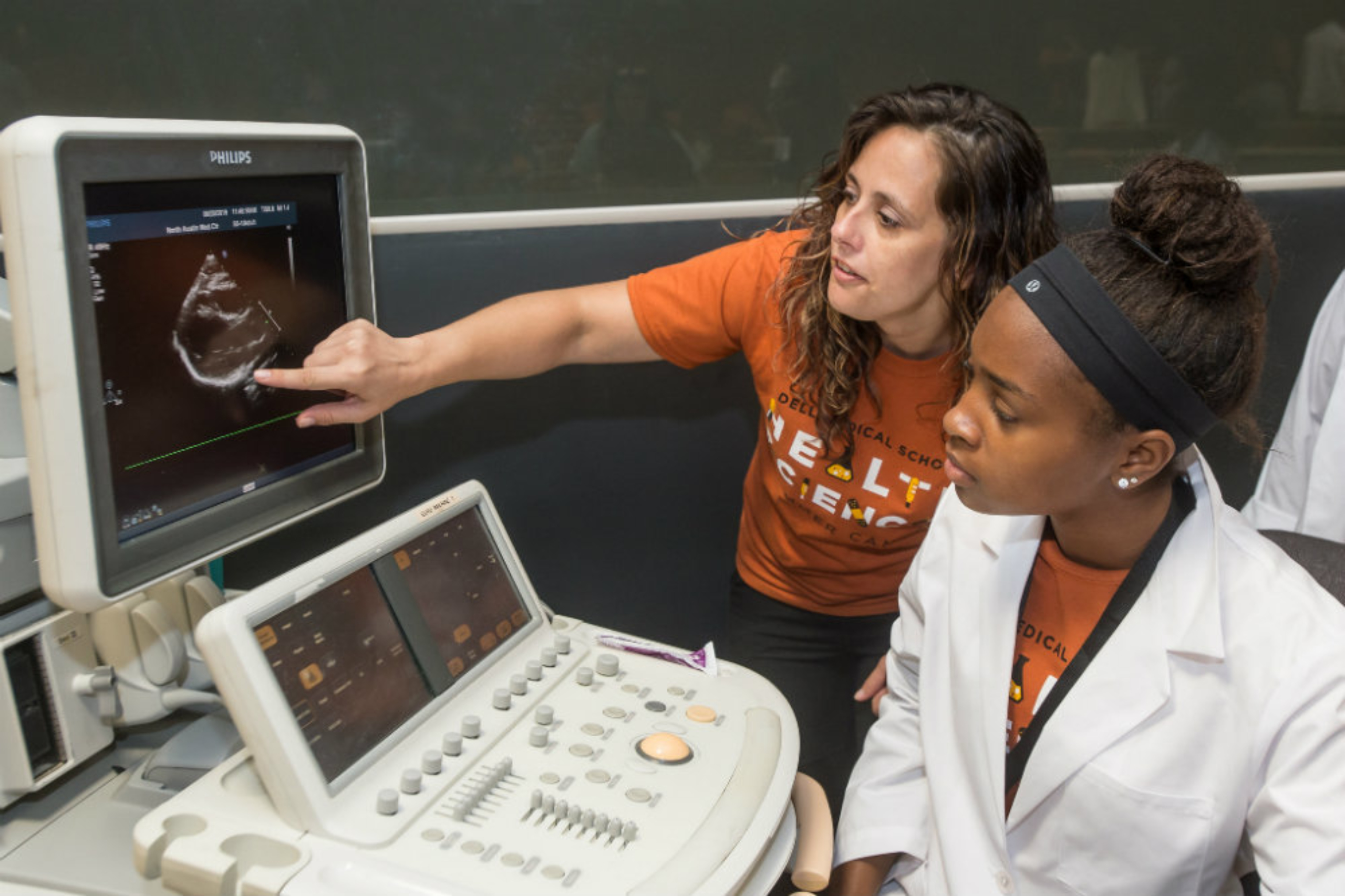A participant of Dell Med's Health Sciences Summer Camps uses an echocardiogram