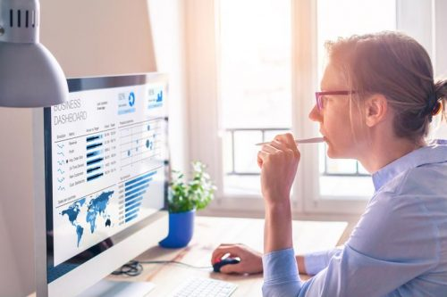 Woman monitoring a business' network metrics in real time.