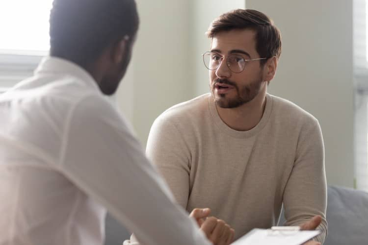 A mental health counselor meets with a patient.