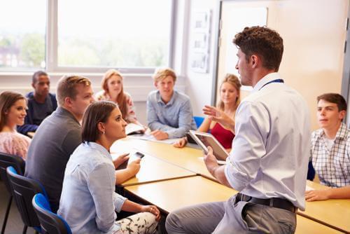 Students meet to discuss public health internships