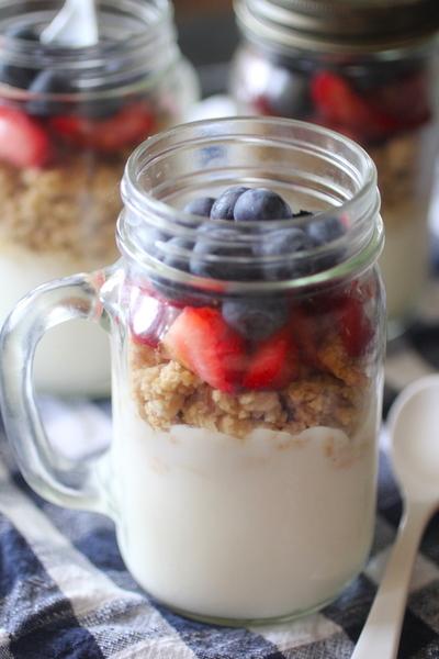 Make Ahead Fruit & Granola Yogurt Parfaits