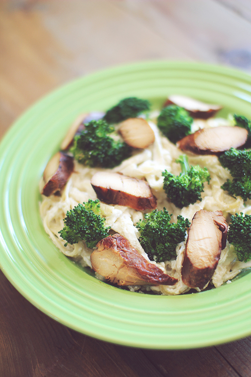 Skinny Chicken and Broccoli Cheesy Alfredo
