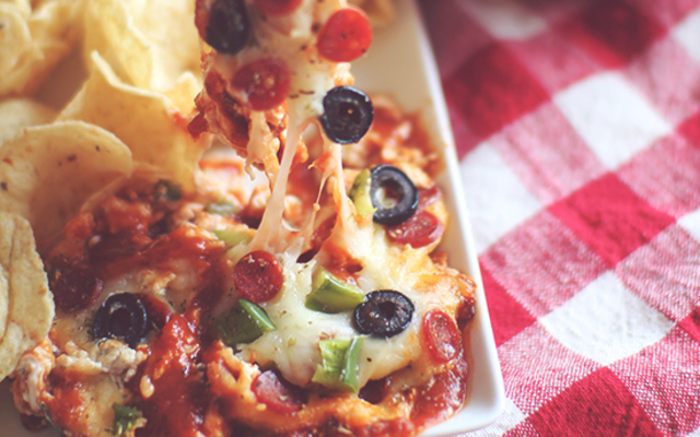 Skinny Layered Pizza Dip | Dashing Dish