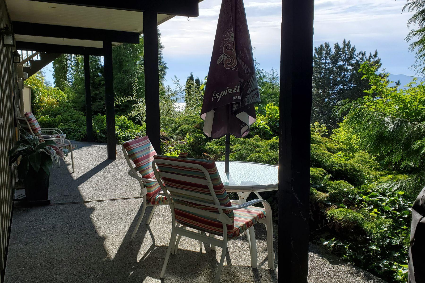 Charming Caulfeild Village Tudor Suite, West Vancouver