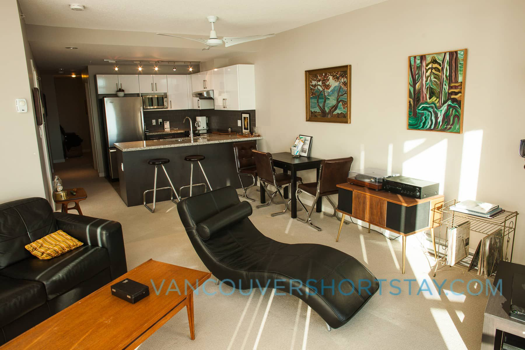 Riverfront Quayside Suite: Large, Modern, Amazing Views!