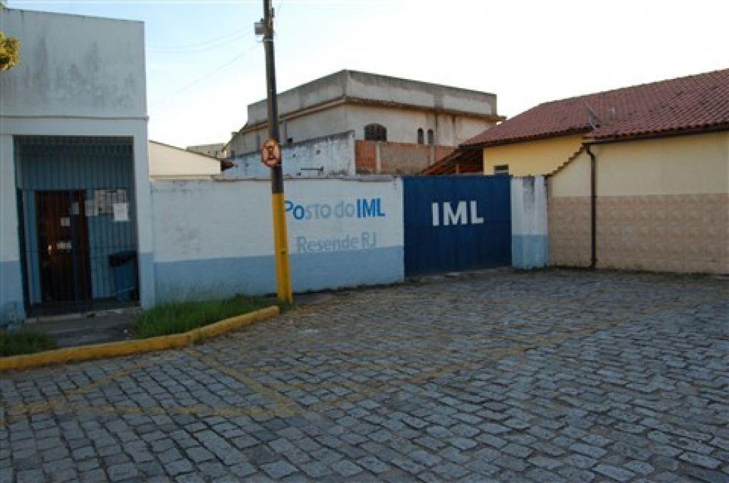 O corpo foi encaminhado ao Instituto Médico Legal (IML) de Resende.