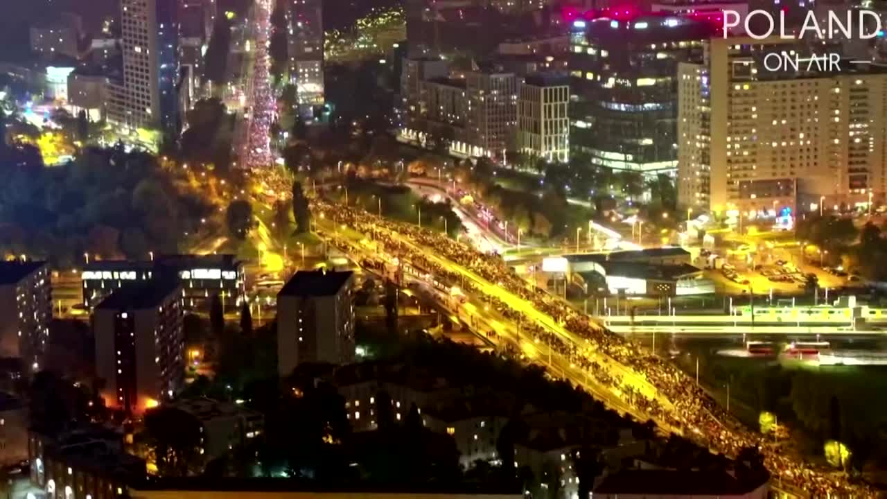 Drone video shows scale of Poland's abortion protests