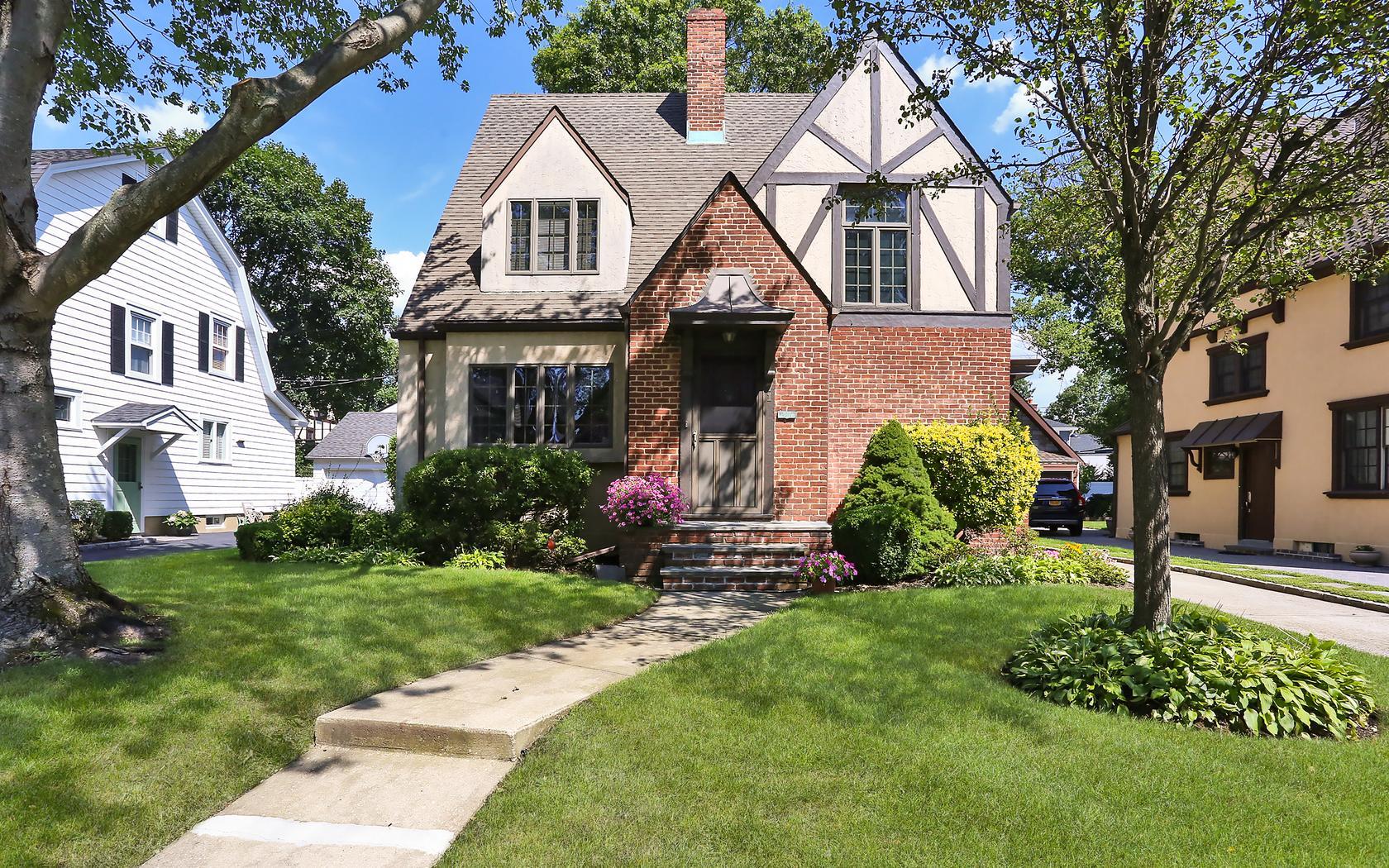 71 Willow Street Garden City, NY 11530 | Real Estate Tour