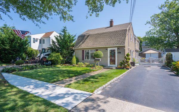 2643 Riverside Avenue Merrick, NY 11566 | Real Estate Tour