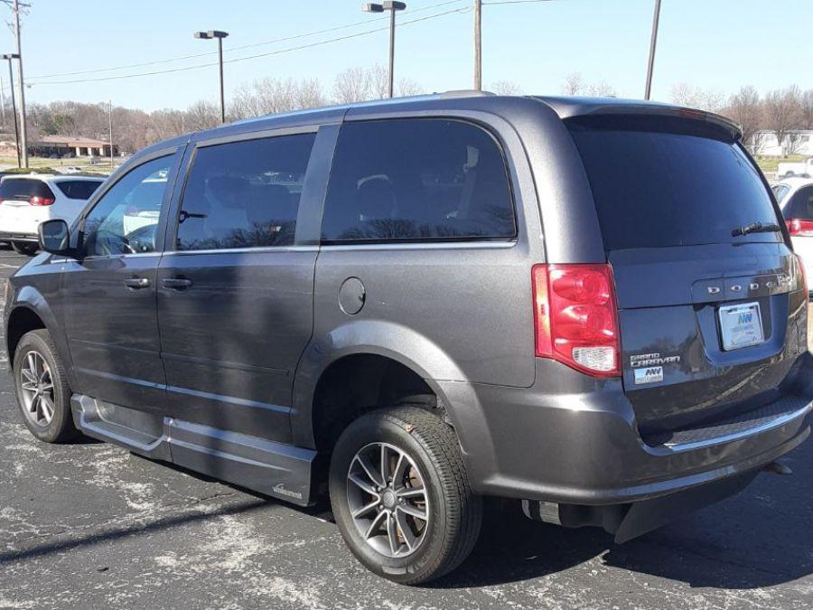 Gray Dodge Grand Caravan image number 6