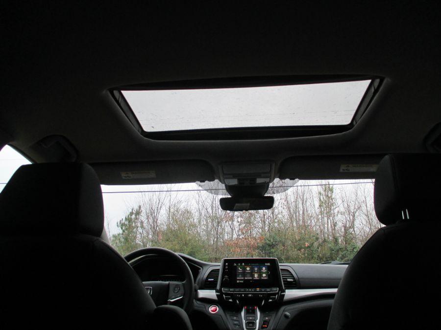Black Honda Odyssey image number 19