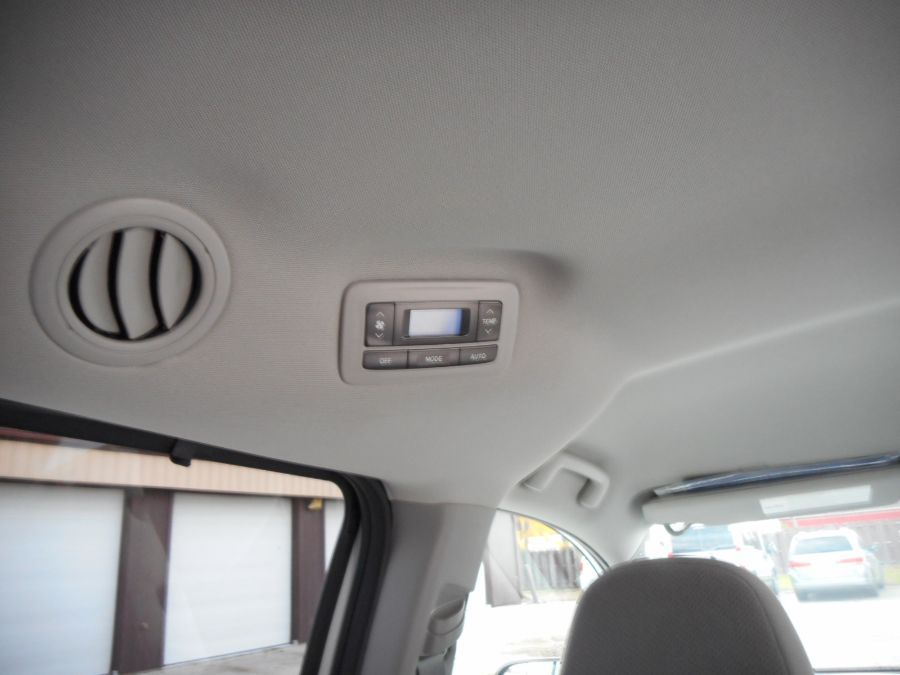 White Toyota Sienna image number 19