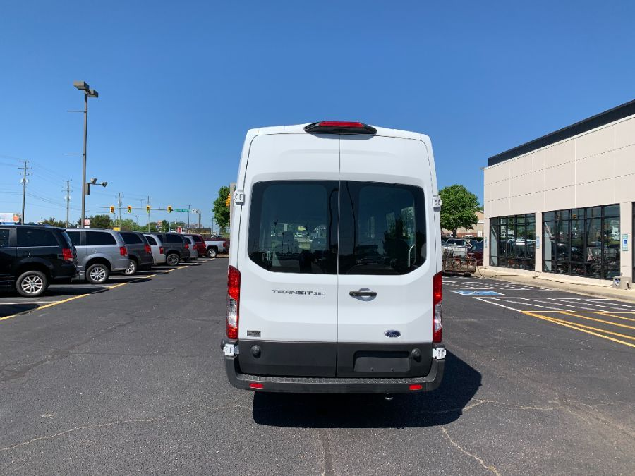 White Ford T350 image number 15