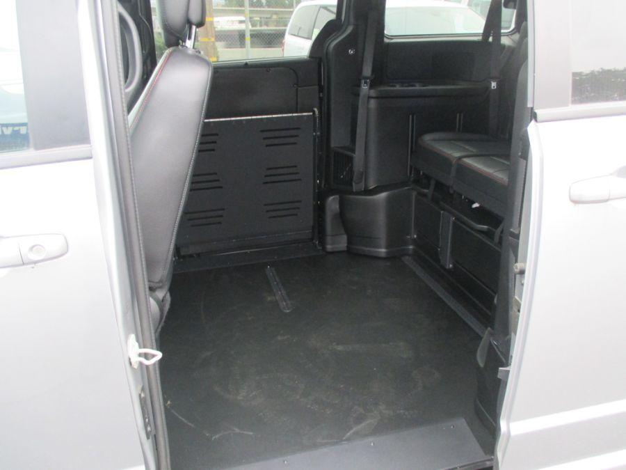 Silver Dodge Grand Caravan image number 20